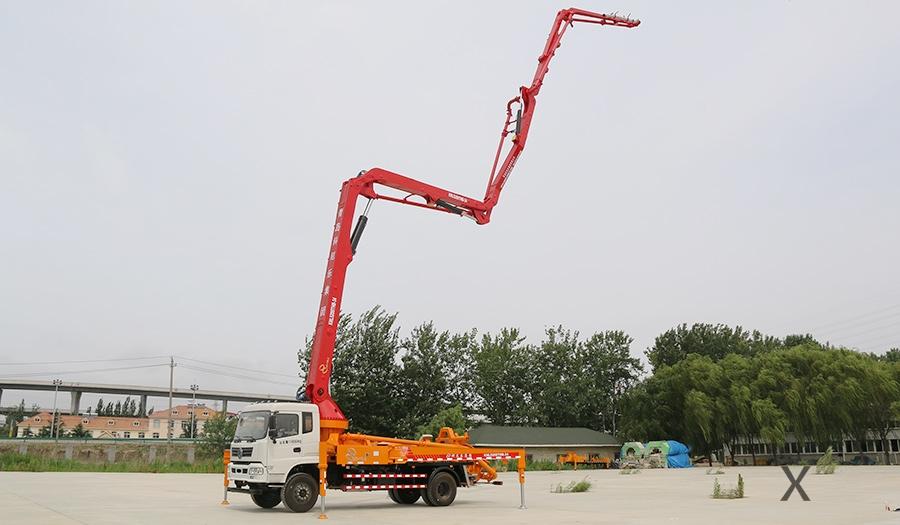 东风随专35米混凝土泵车