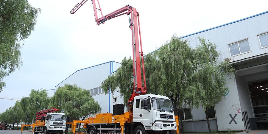 东风随专30米混凝土泵车