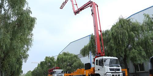 科尼乐浅析小型混凝土泵车工作中倾倒侧翻如何预防?