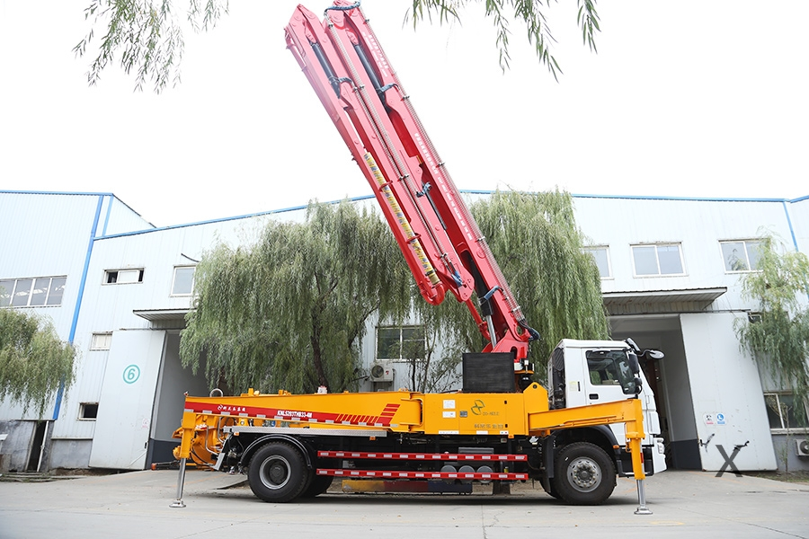 重汽豪沃33米混凝土泵车