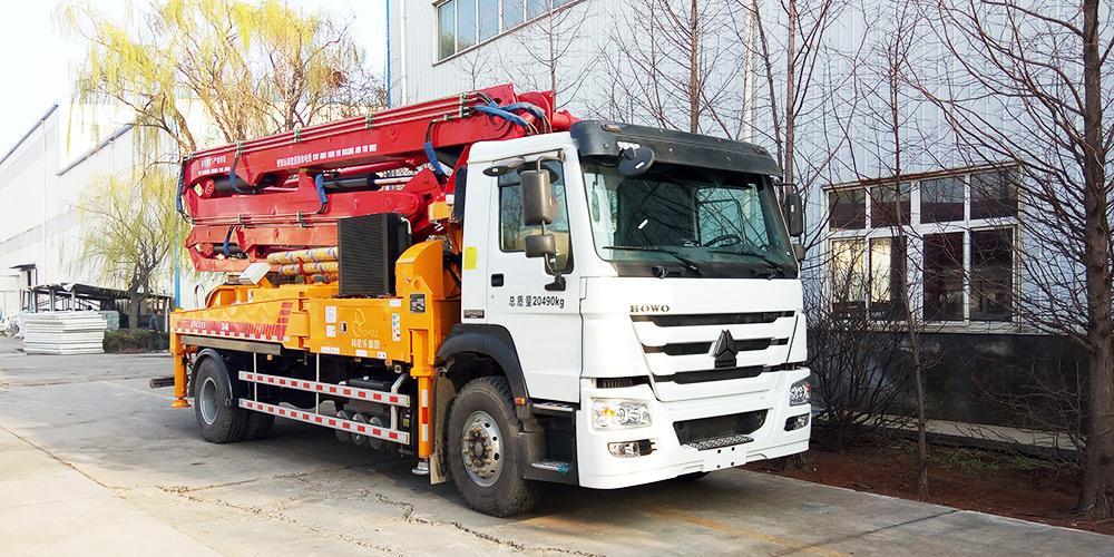 科尼乐 重汽豪沃33米 混凝土泵车