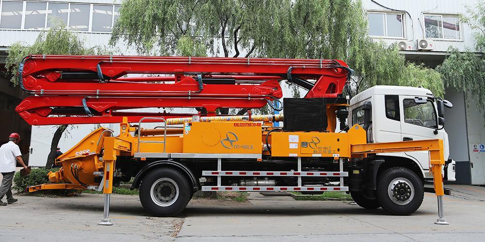 科尼乐 东风随专30米 混凝土泵车