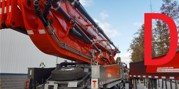 如何清理混凝土泵车的料斗?